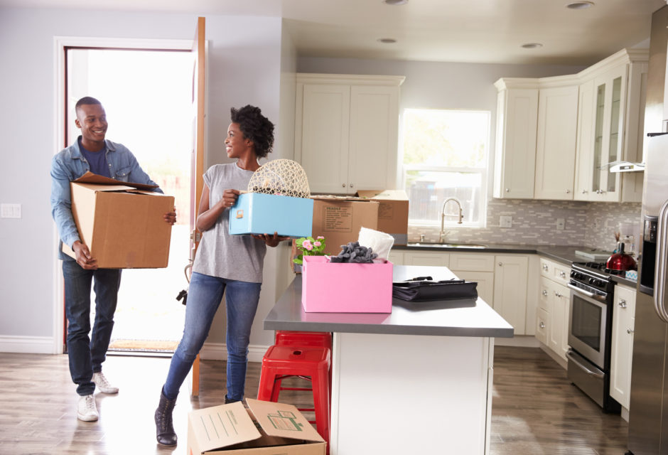 couple-moving-into-home